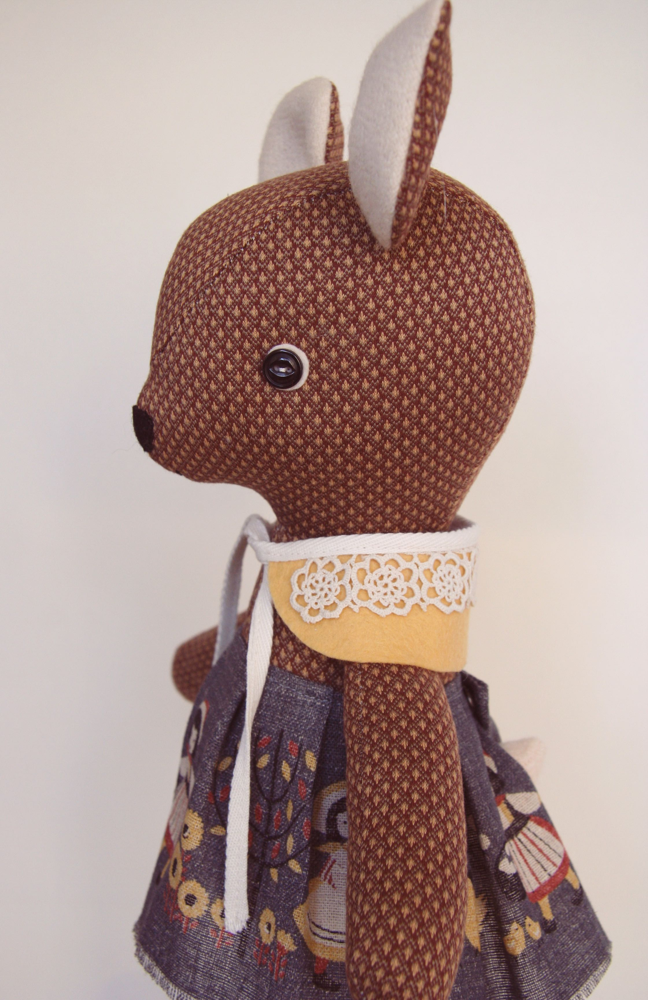 deer_doll_with_button_eye