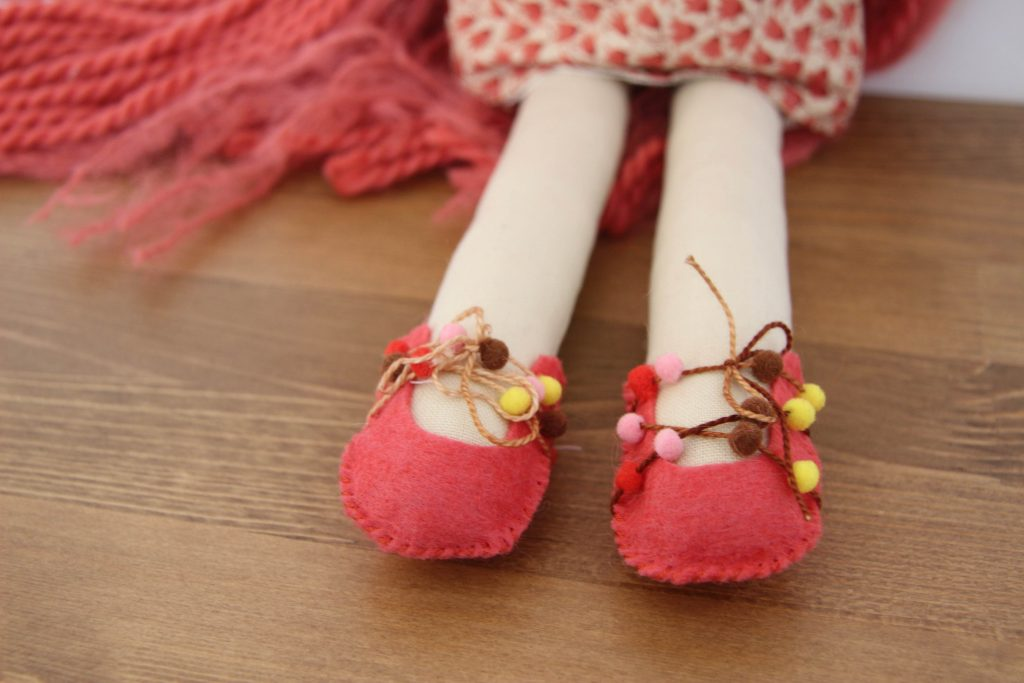 How to Make Doll Clothes: Doll Shoes Pattern with the Make-Along pattern subscription at Wee Wonderfuls