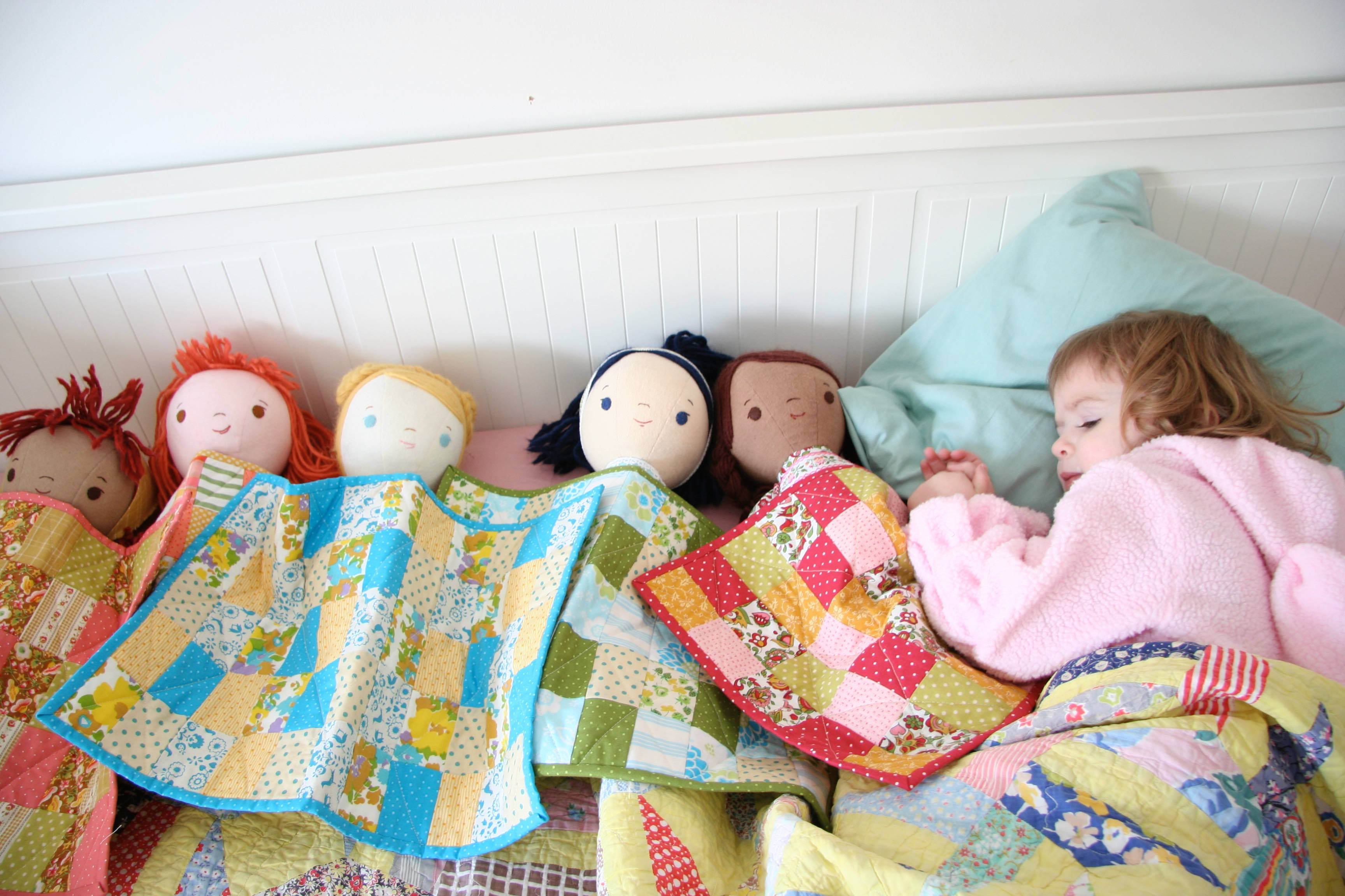 phoebe sleeping with dolls and their quilts